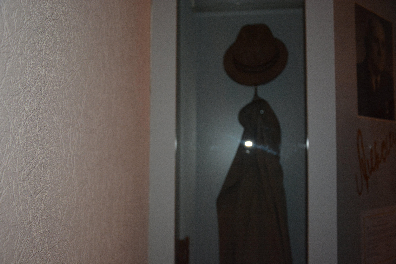 Шляпа и плащ Петра Ивановича